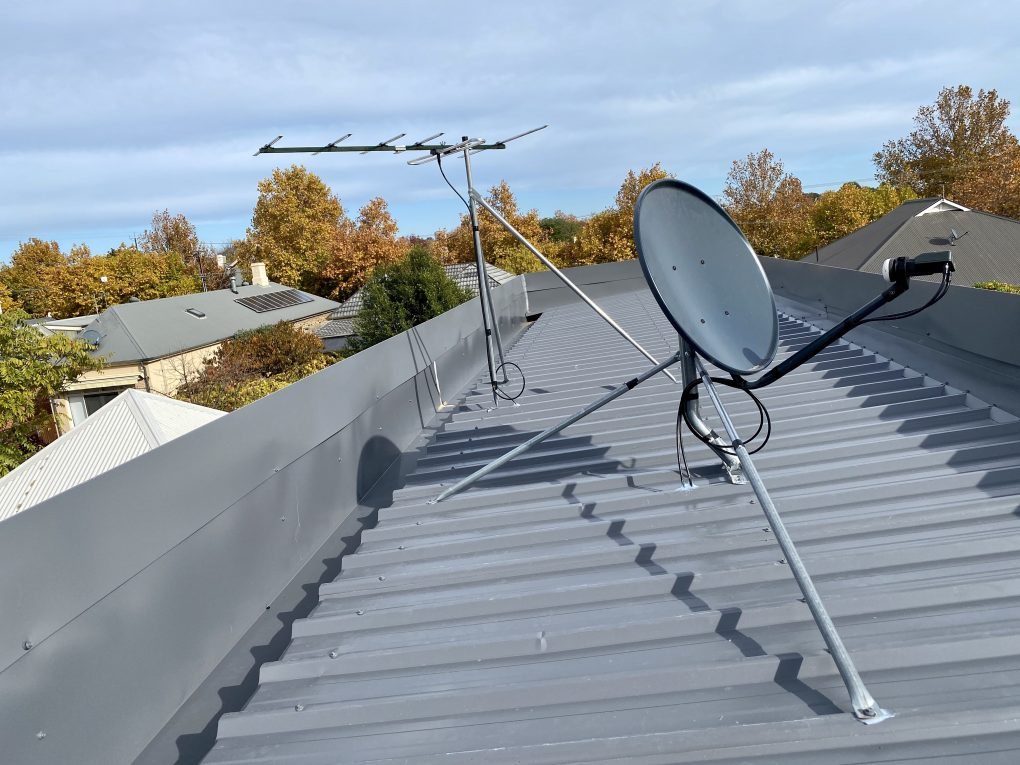 Antennas and satellite
