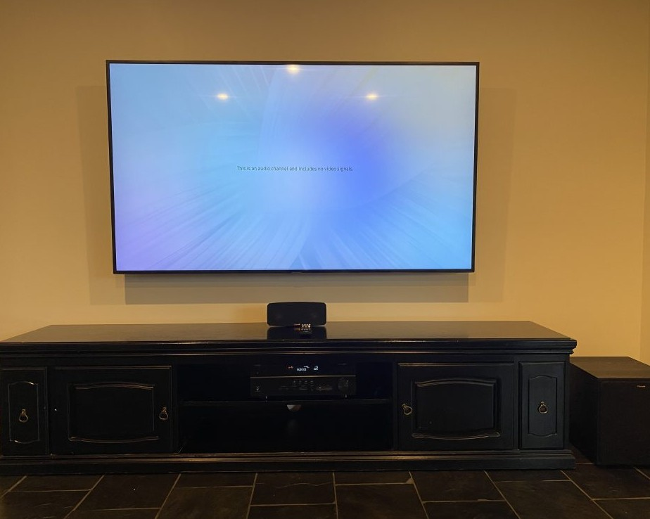 Home theatre Samsung TV mounted on wall connected to Yamaha amplifier