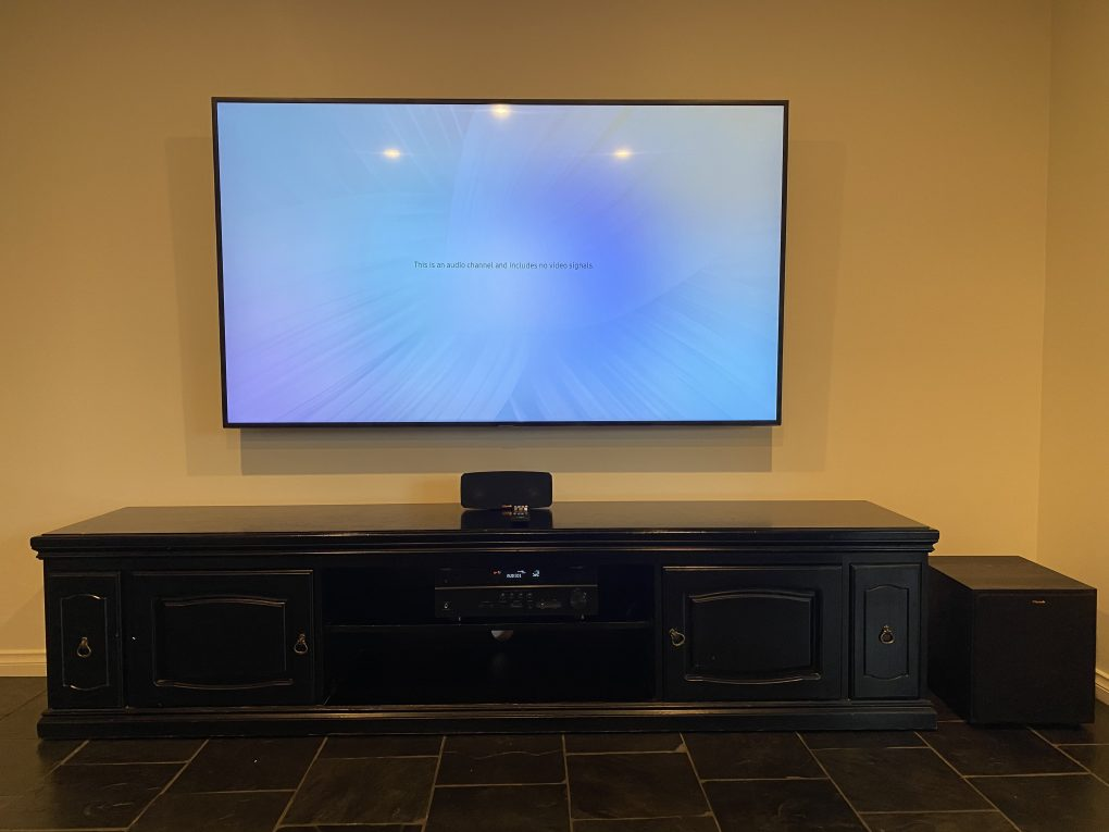 Home theatre Samsung tv mounted on wall and connected to Yamaha amplifier