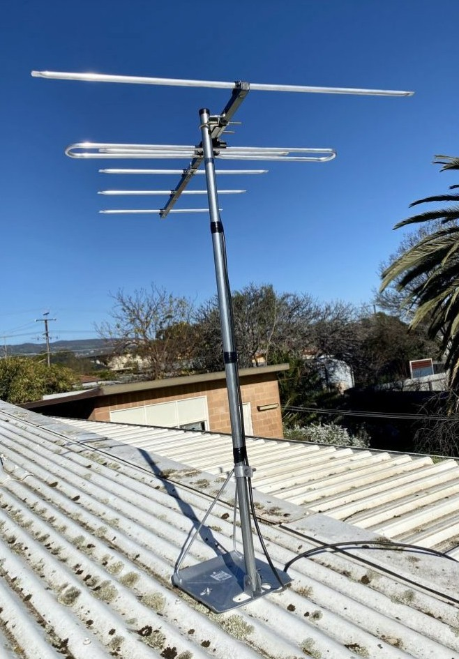 Replacement of an old analogue antenna in Paradise