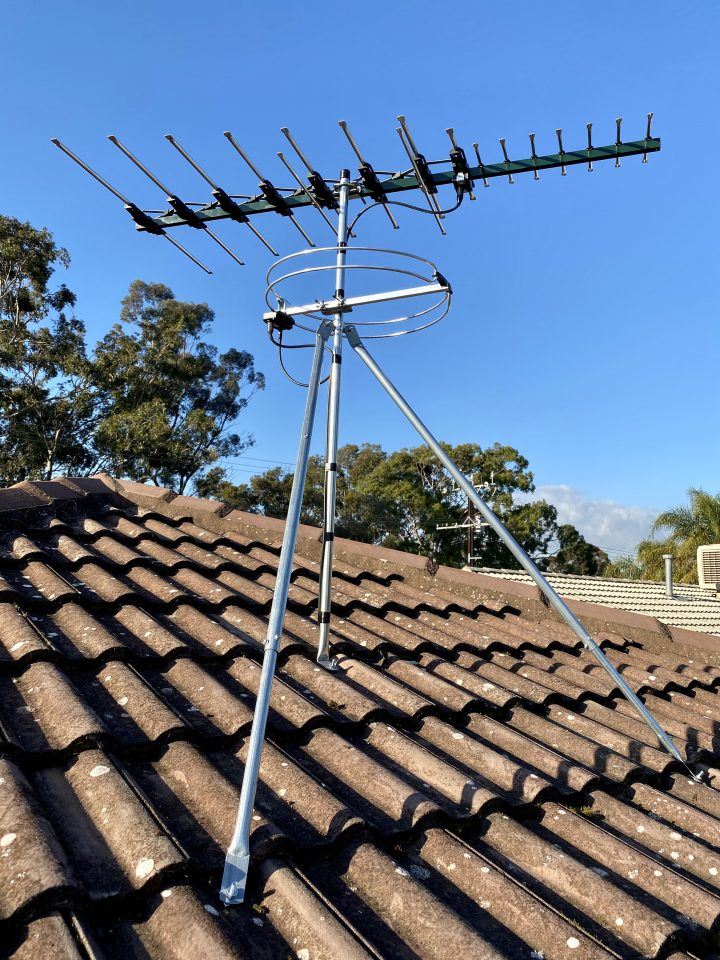 Digital tv and FM radio reception antenna mounted on roof
