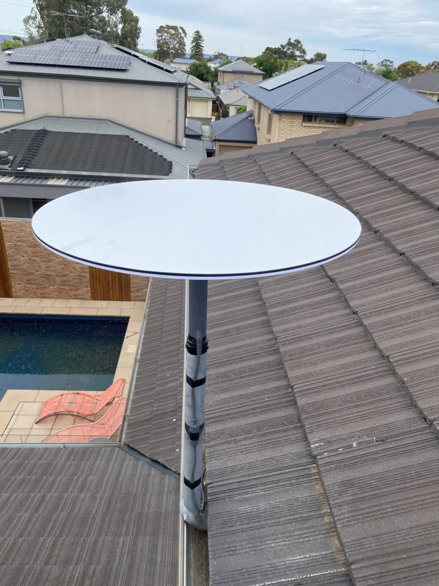 Spacex Starlink Satelltie dish mounted on a roof
